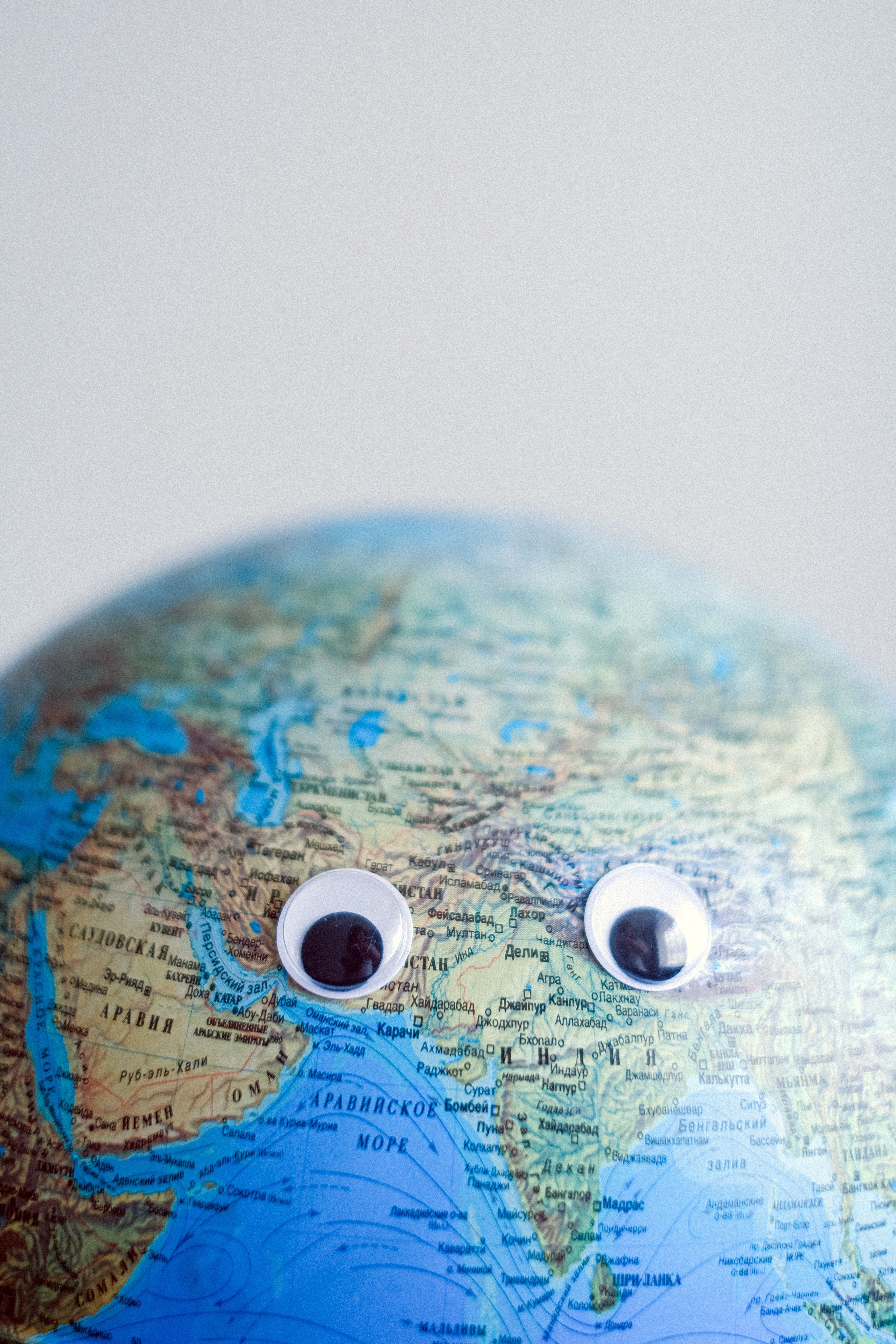 Globus mit Augen