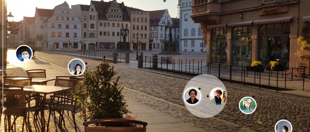 Personen sammeln sich auf einem Bild der Wittenberger Kollegienstraße.