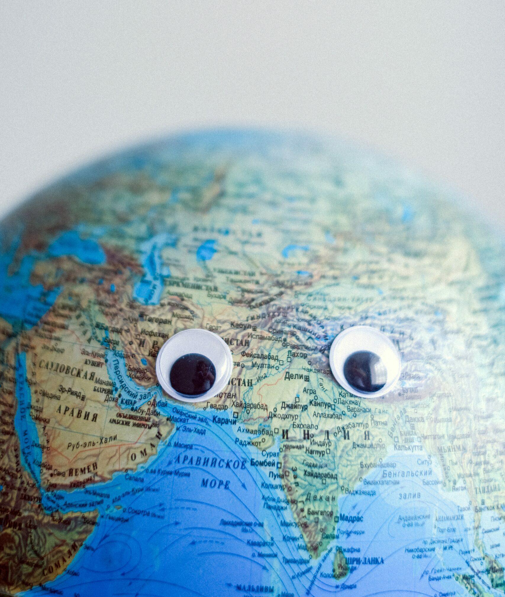 Weltkugel mit Augen.
