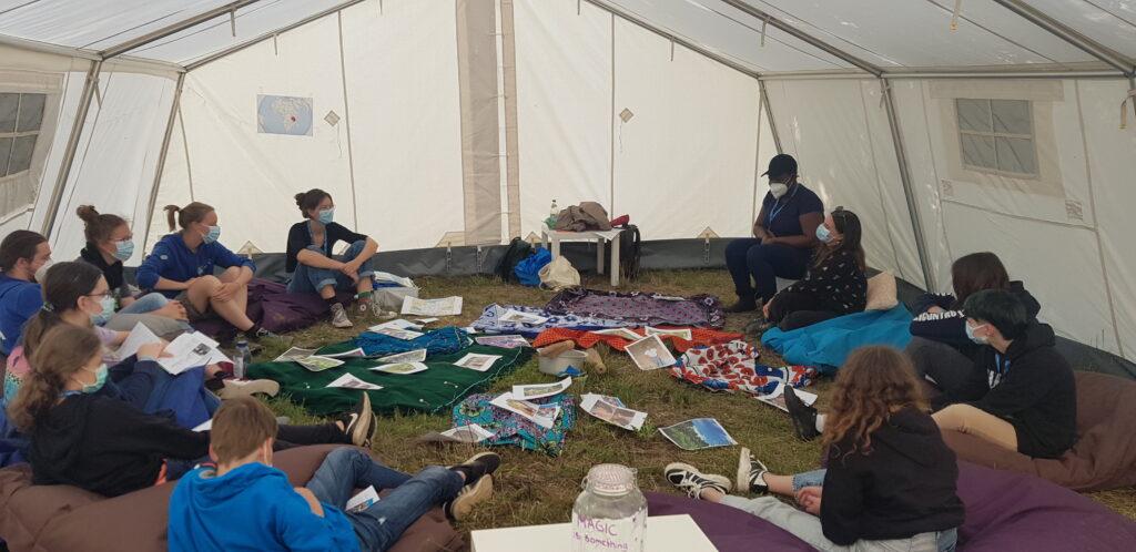 Workshop von Freiwilligen des Leipziger Missionswerkes auf den KonfiCamps in Wittenberg